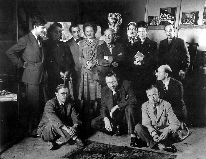 Sartre (alul, balra) és Camus (alul, középen, Sartre mellett) - itt még együtt