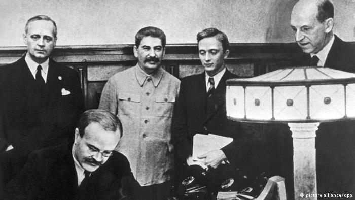 A Molotov-Ribbentrop-paktum aláírása / Fotó: Dw.com