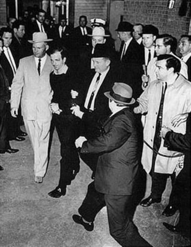 A kiemelt rendőri védelem dacára Ruby könnyedén Oswald közelébe tudott férkőzni. Fotó: wikipedia.org