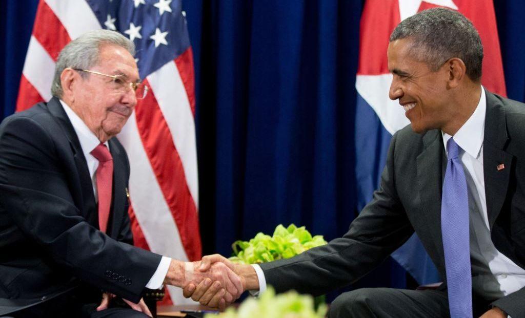 Történelmi kézfogás Raúl Castro és Barack Obama között. (fotó: babalublog.com)