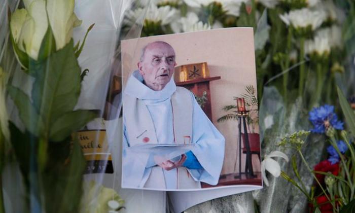 Jacques Hamel, a meggyilkolt pap emlékezete. Fotó: The Guardian
