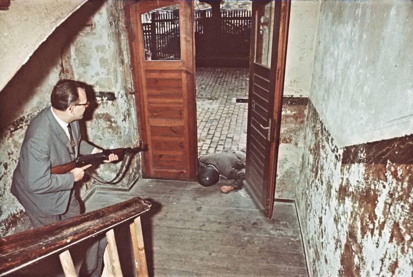 Nem hiába féltek a baráti NDK-tól, bevetésben a Stasi, kép az archívumukból /Forrás: Time.com