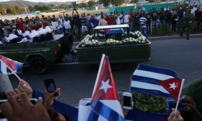People watch the cortege carrying the ashes of Cuba's former President Fidel Castro drive toward Santa Ifigenia cemetery in Santiago de Cuba, Cuba, December 4, 2016.    REUTERS/Carlos Barria