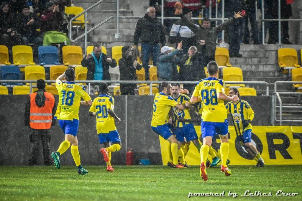 Az első gól az új stadionban (fotó: Lelkes Ernő)