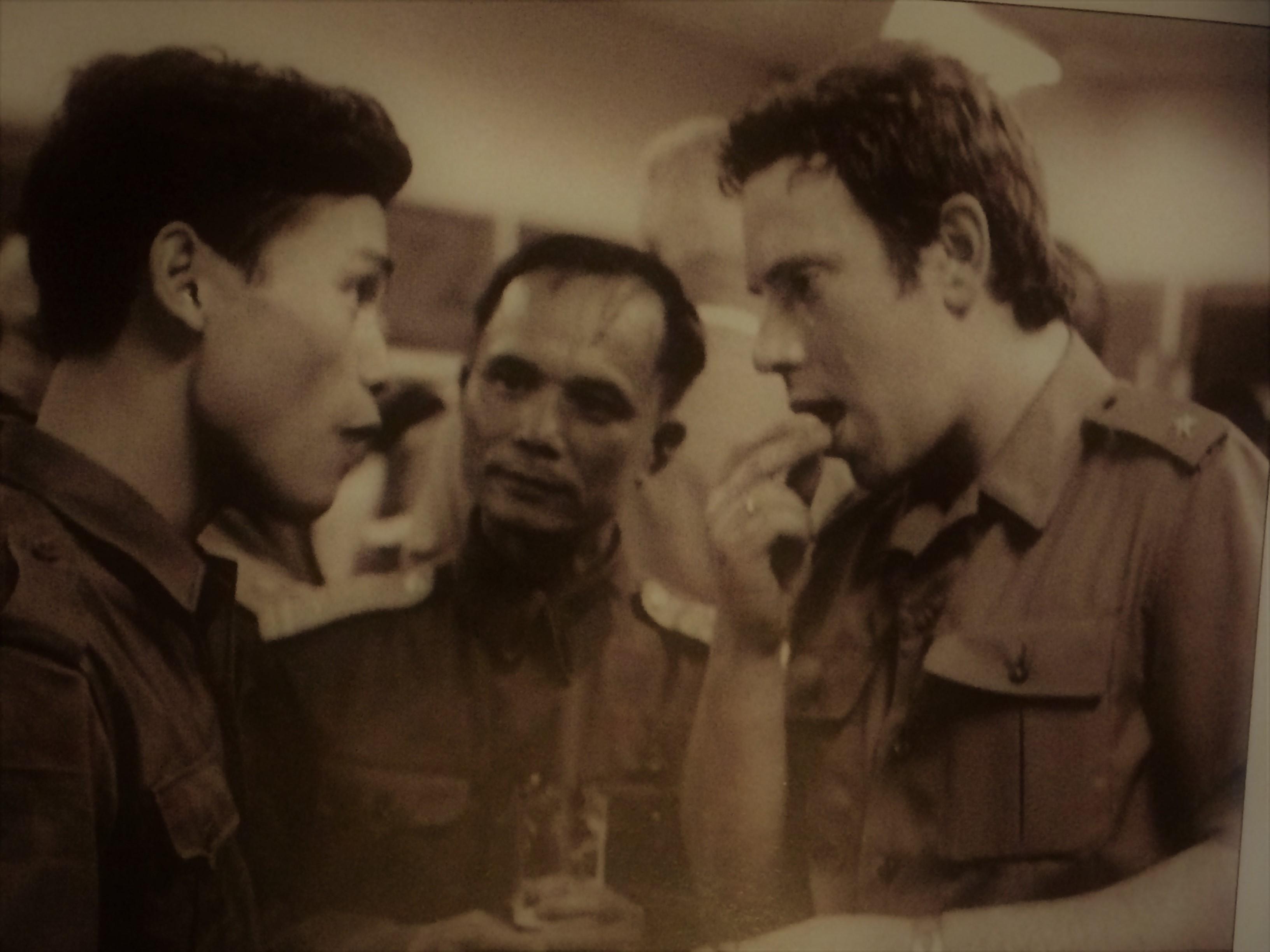 Miről lehetett szó? - jobbra Aczél Endre hadnagy / Forrás: Amit megírhatok