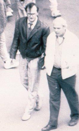Conradról (jobbra) és magyar összekötőjéről készített titkos felvétel / Forrás: Army.mil