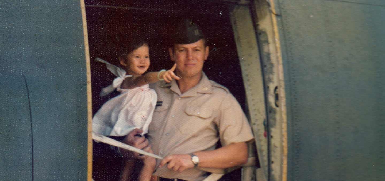 Herrington a lányával Vietnamban / Forrás: PBS.org