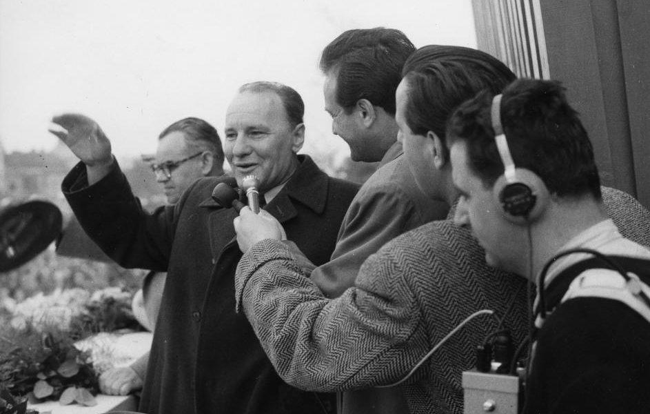 Szepesi beszélget Kádárral május elsején - 1960 / Fotó: Fortepan.hu
