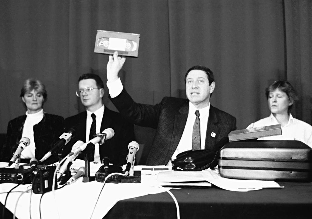Muszter, kérem szépen, muszter. Vagyis nem, nem muszter, nem muszter. Középen Hardy és Bánó / Fotó: MTI