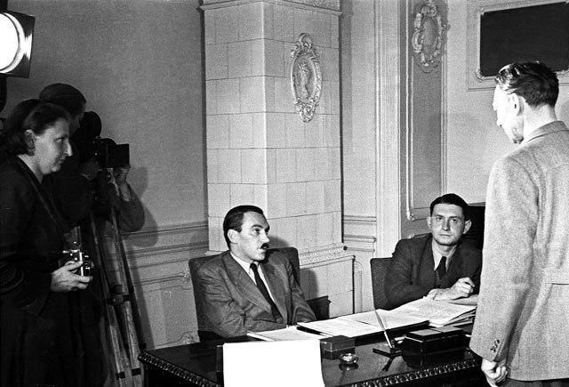 Kiss Ferenc színész Péter Gábor előtt / Fotó: MTI