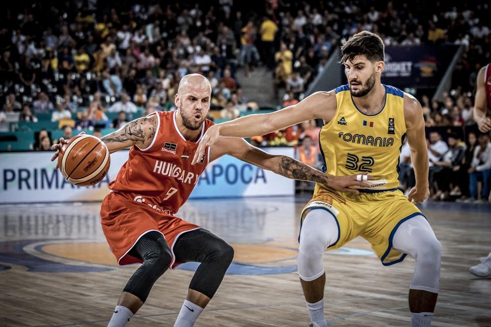 Vojvoda vezeti a labdát / Fotó: Fiba.basketball/eurobasket/2017