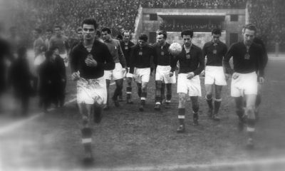 Magyarország - Olaszország (2:0) Európa-kupa mérkőzés 1955. november 27-én. A magyar csapat tagjai: Tichy (csak a feje látszik), Kocsis, Buzánszky Czibor, Tóth II., Bozsik, Kotász, Szojka, mögötte erősen takarva Faragó. / Fotó: Fortepan.hu
