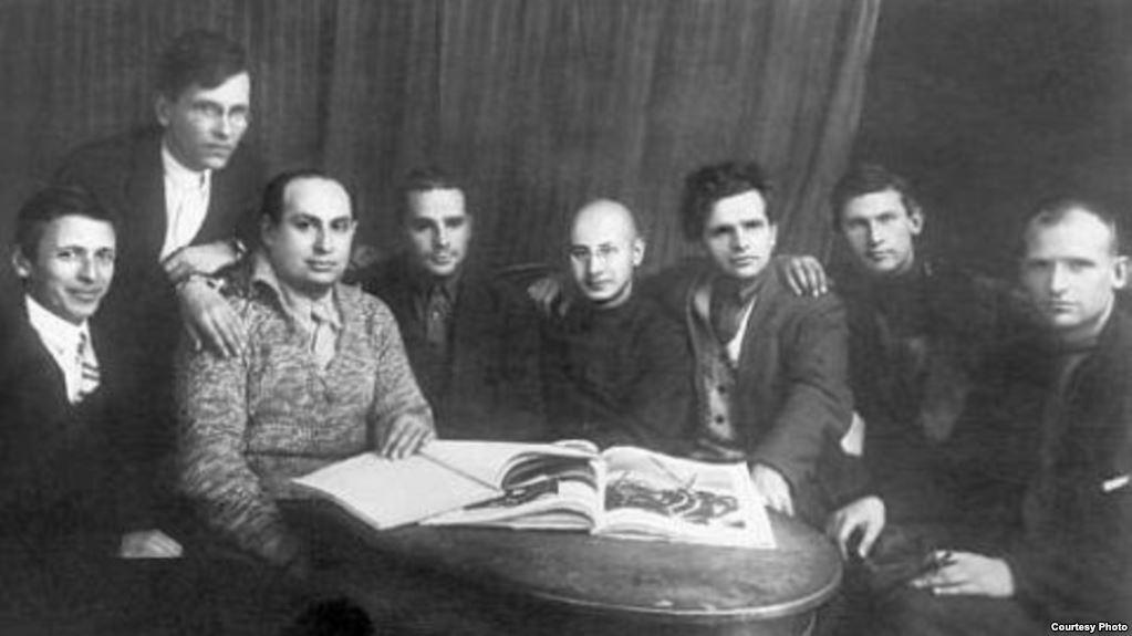 Idill a Szovjetunióban, csúcskommunisták egymás között, balról a harmadik Illés Béla