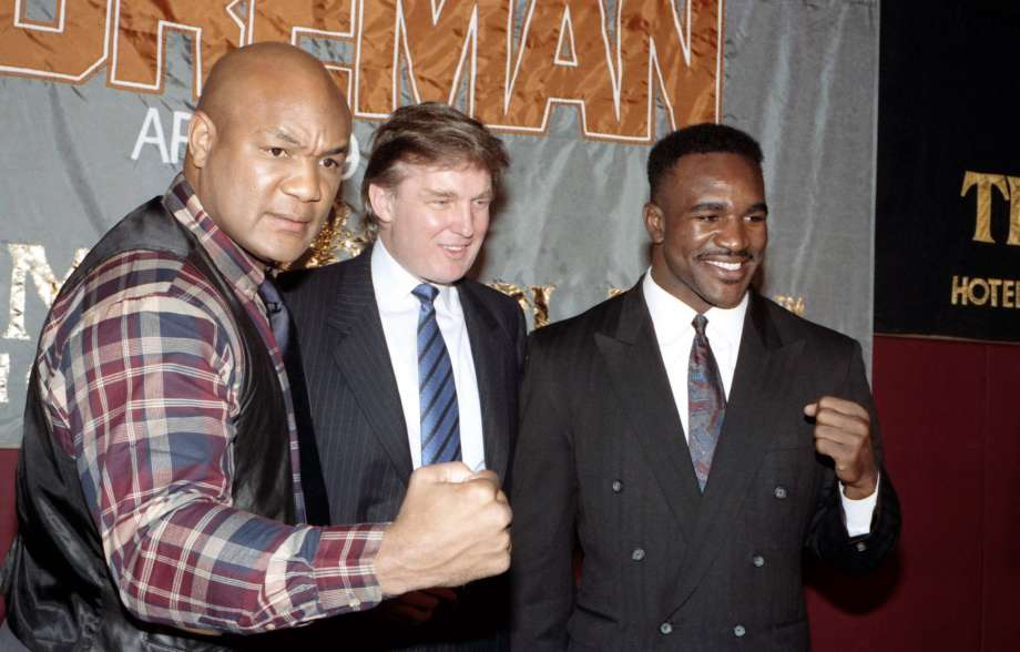 Trump és két bokszlegenda, Foreman és Holyfield /Fotó: Reddit.com