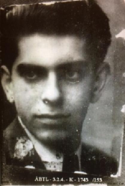 A fiatal Lendvai fotója a kutatódossziéjában /Forrás: ÁBTL