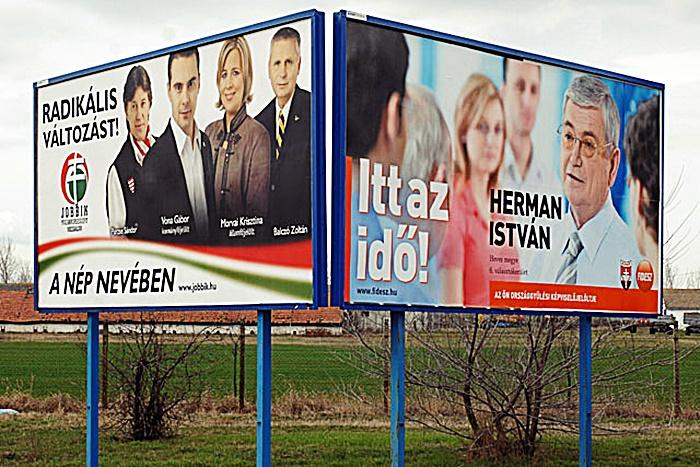 Kinek a nevében? Plakátok 2010-ből / Fotó: MTI