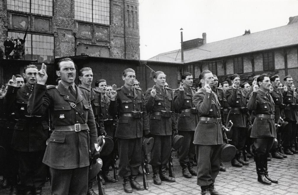 Az ávéhás állomány eskütétele - 1949 / Fotó: Fortepan.hu
