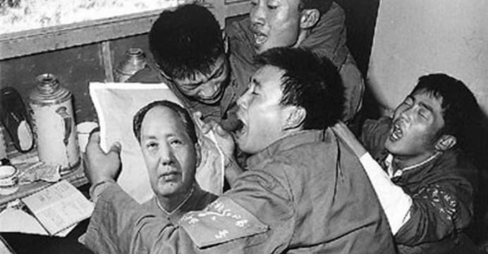 Viszlát Mao - propagandafotó a bánatról / Fotó: Ejinsight.com
