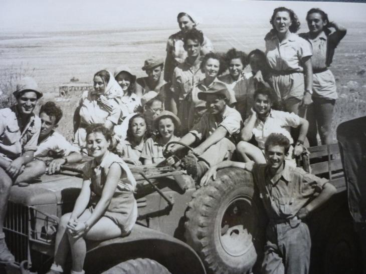 Fiatalok csoportja egy kibucban / Fotó: Szombat.org