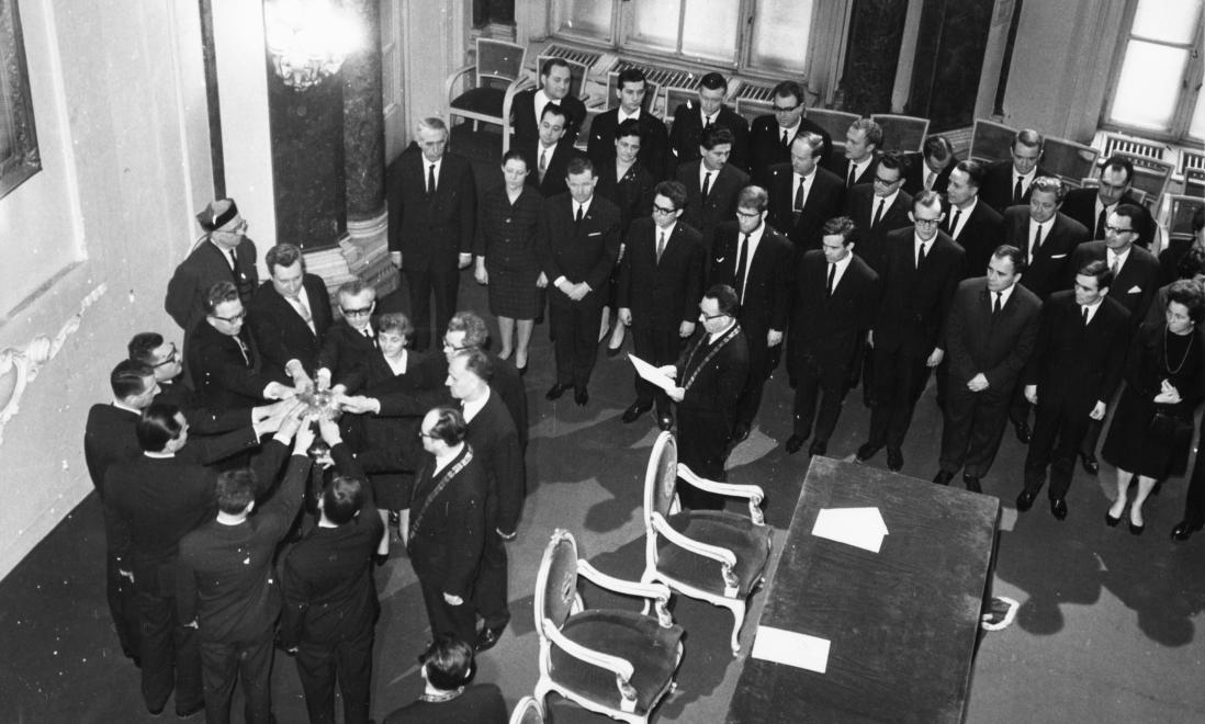 ELTE, doktorrá avatás a díszteremben, 1968 / Fotó: Fortepan.hu