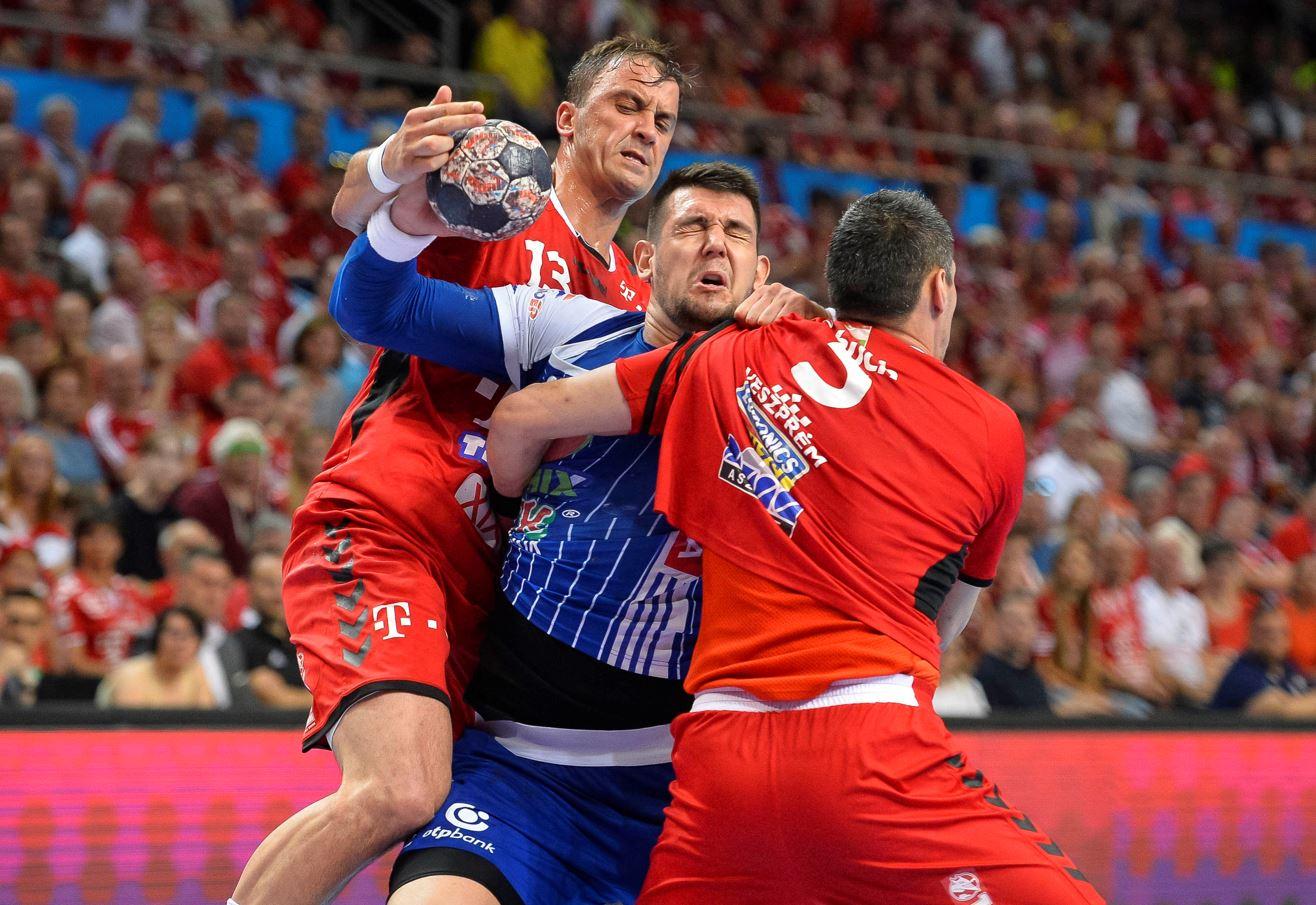 Kőkemény küzdelem / Fotó: MTI