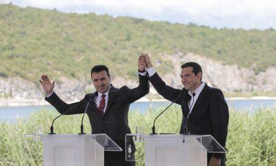 Alekszisz Ciprasz görög (j) és Zoran Zaev macedón miniszterelnök