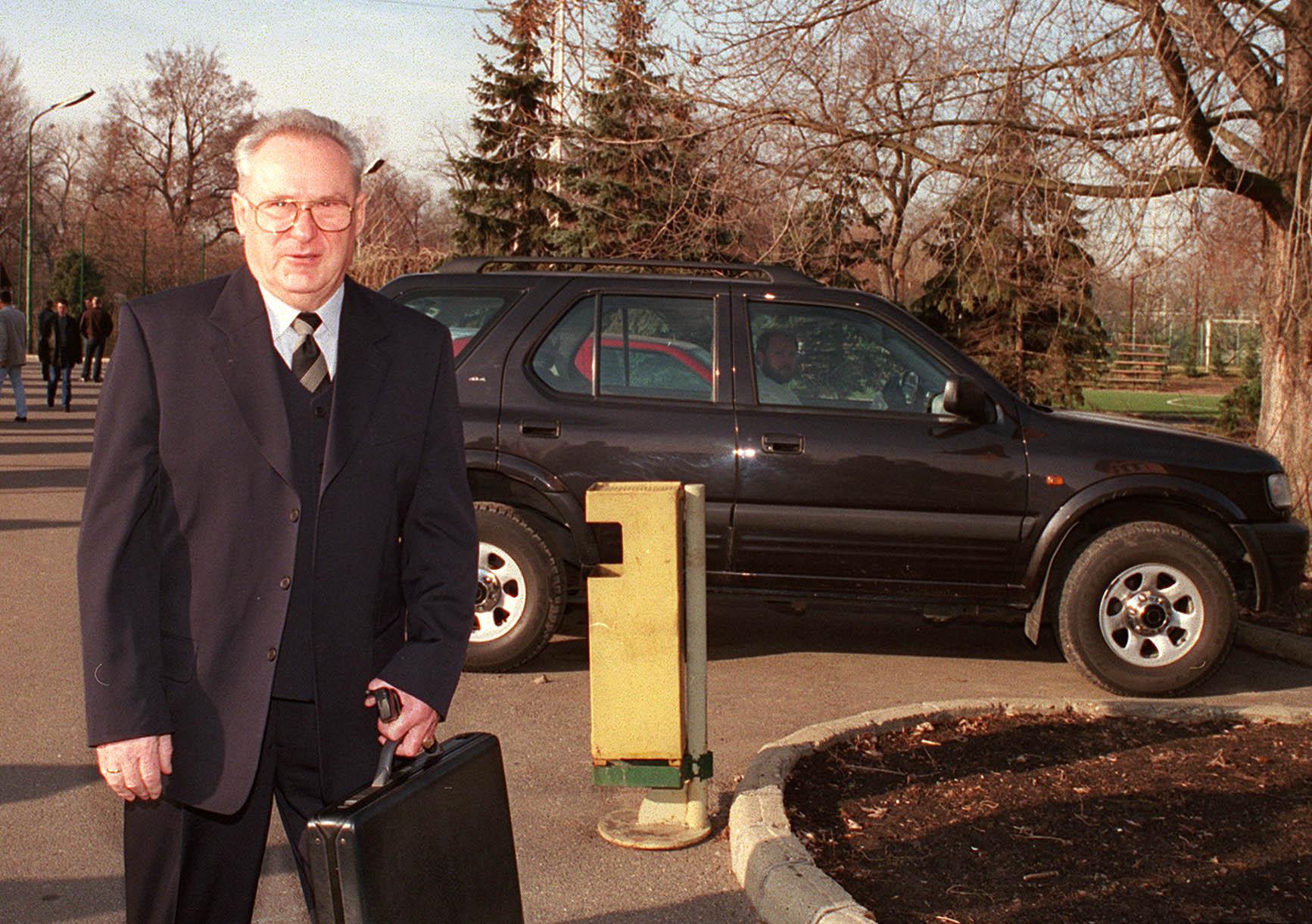 Budapest, 2002, az FTC rendkívüli közgyûlése ismét bizalmat szavazott Furulyás János elnöknek. Albert Flórián maradt a tiszteletbeli elnök. /Fotó: MTI