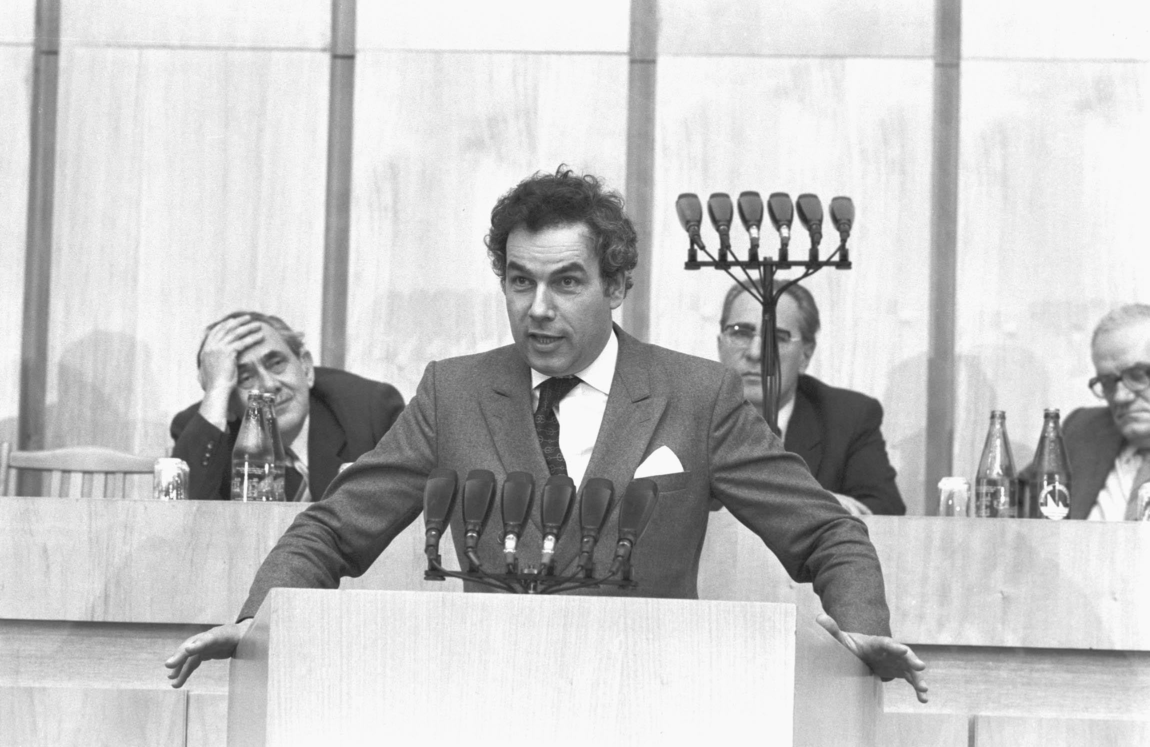 Hajdú János felszólal az országos agitációs, propaganda és mûvelõdéspolitikai tanácskozáson a XIII. kerületi Pártbizottság székházában / Fotó: MTI