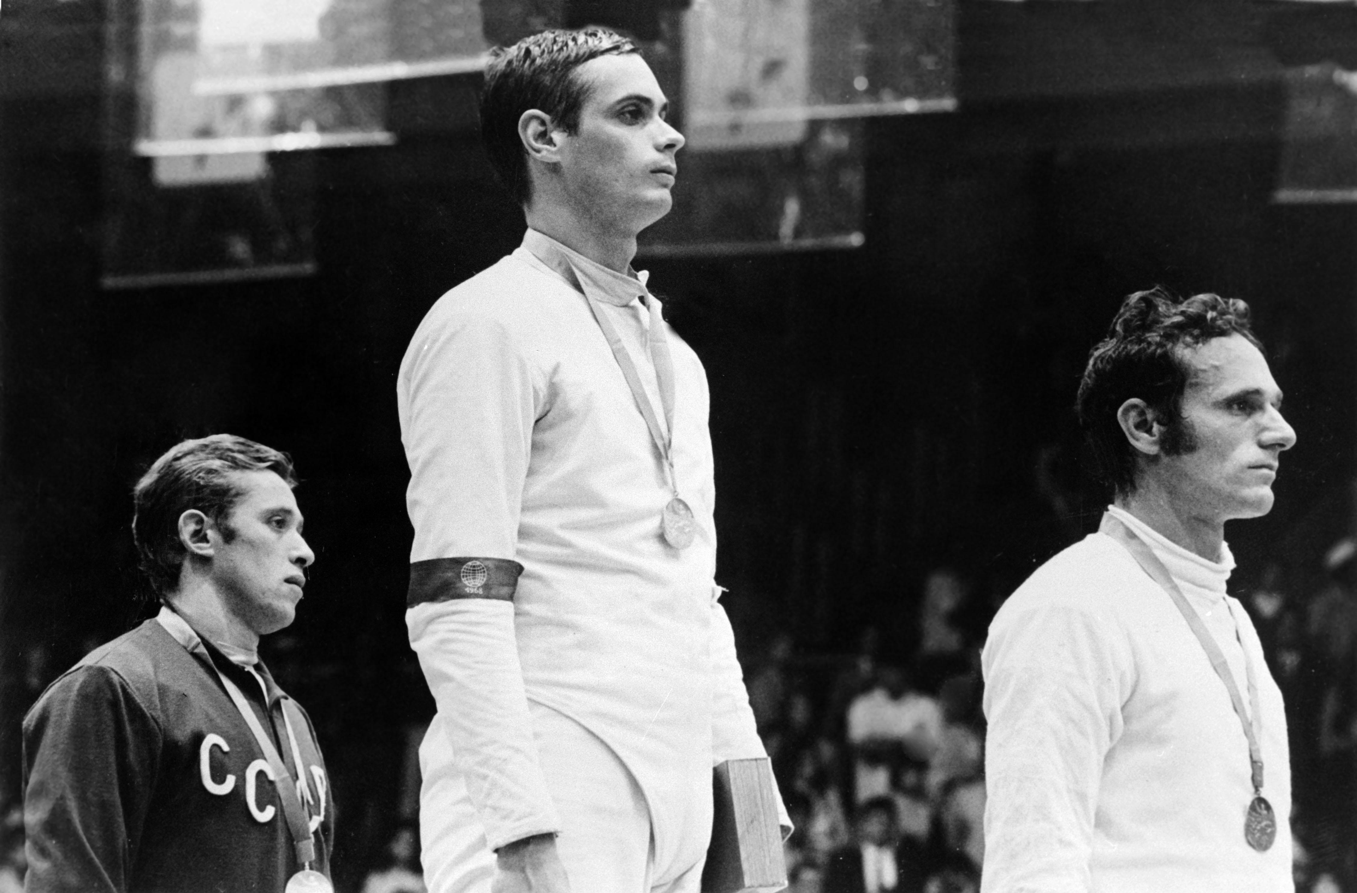Mexikóváros, 1968. Az ezüstérmes szovjet Grigorij KRISSZ, az aranyérmes KULCSÁR Gyõzõ és a bronzérmes olasz Gianluigi SACCARO / Fotó: MTI
