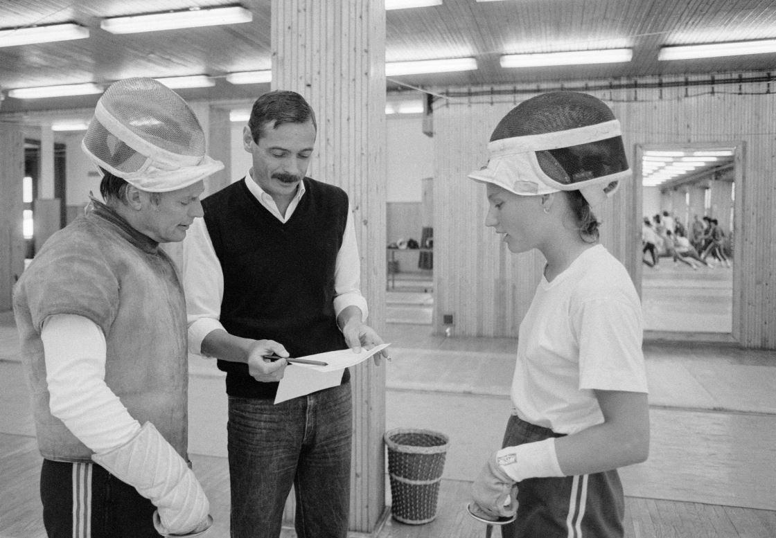 Kulcsár Győző Szőcs Bertalan edzővel és Szőcs Zsuzsával (1984) Fotó: MTI