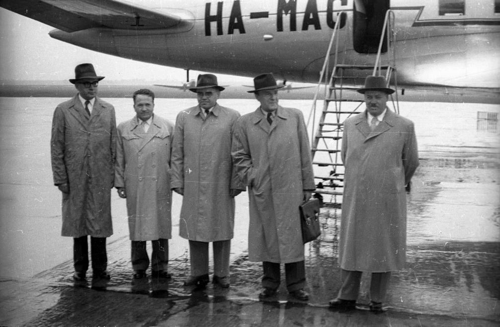 Balról Péter János, Krasztju Sztojcsev bolgár nagykövet, Kiss Károly, Kádár János, Dögei Imre, készült 1958-ban / Fotó: Fortepan.hu