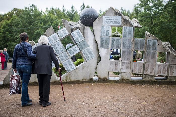 Résztvevők a Recski Nemzeti Emlékparkban tartott megemlékezésen 2017. szeptember 17-én.<br /> MTI Fotó: Komka Péter