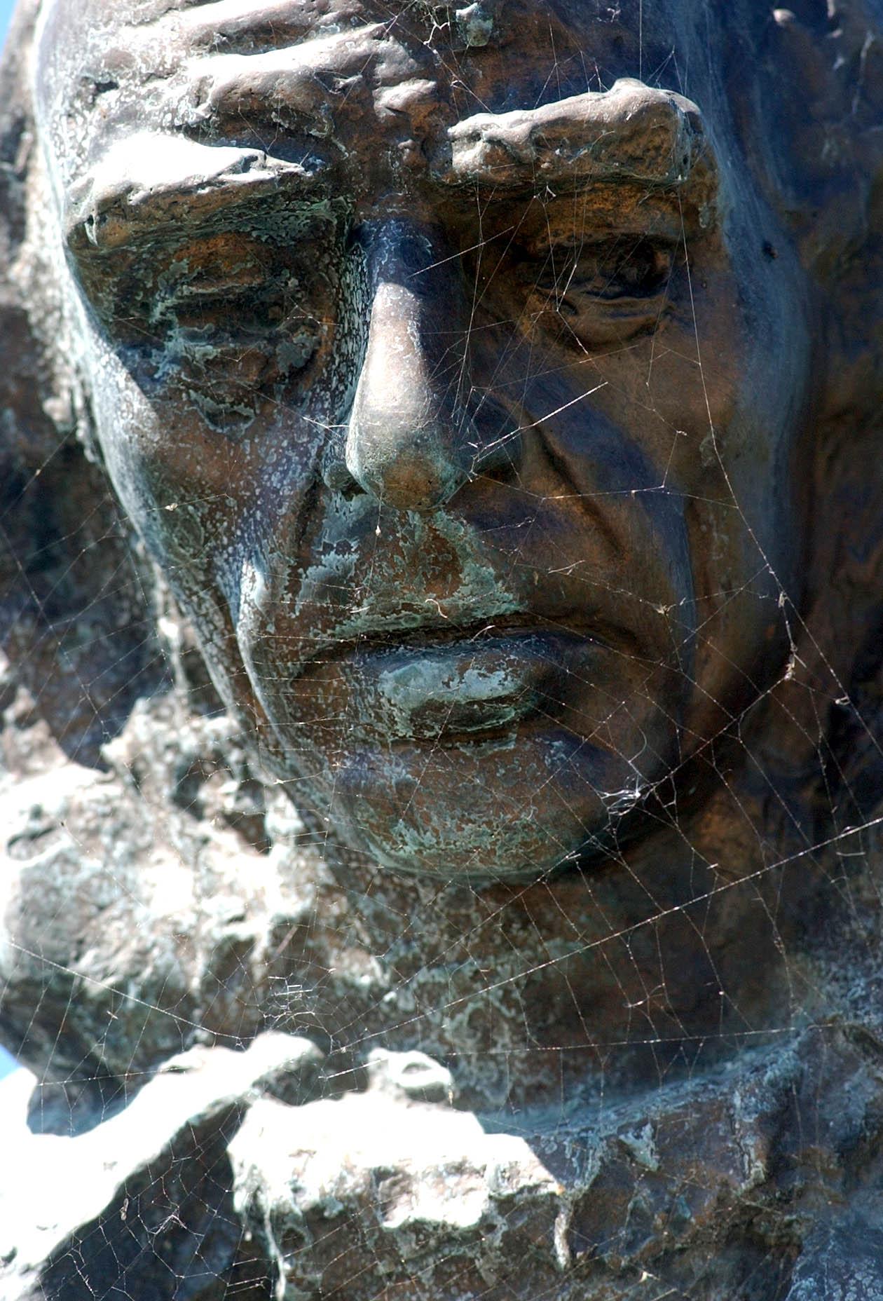 Major Tamás szobra a Nemzeti Színház melletti parkban / Fotó: MTI