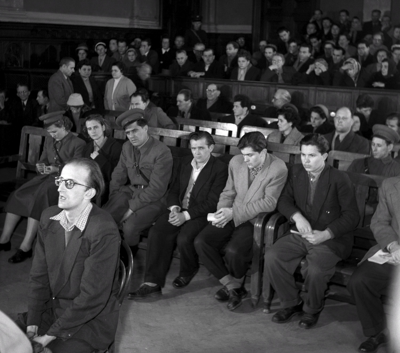 Gáli József író kihallgatása Tóth Ilona és társai bûnperének tárgyalásán / Fotó: MTI