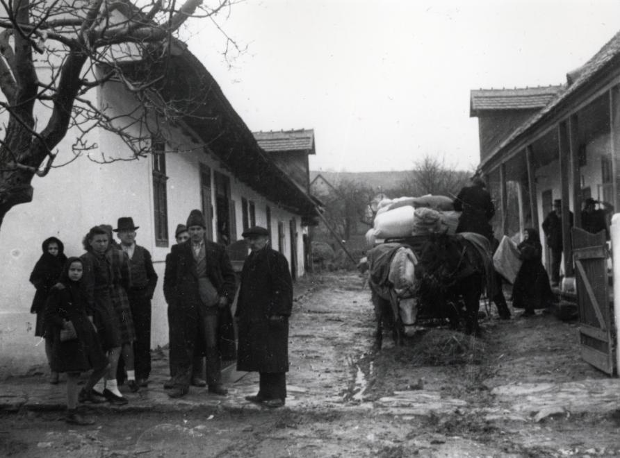 Indulás előtt, 1946 / Fotó: Fortepan.hu