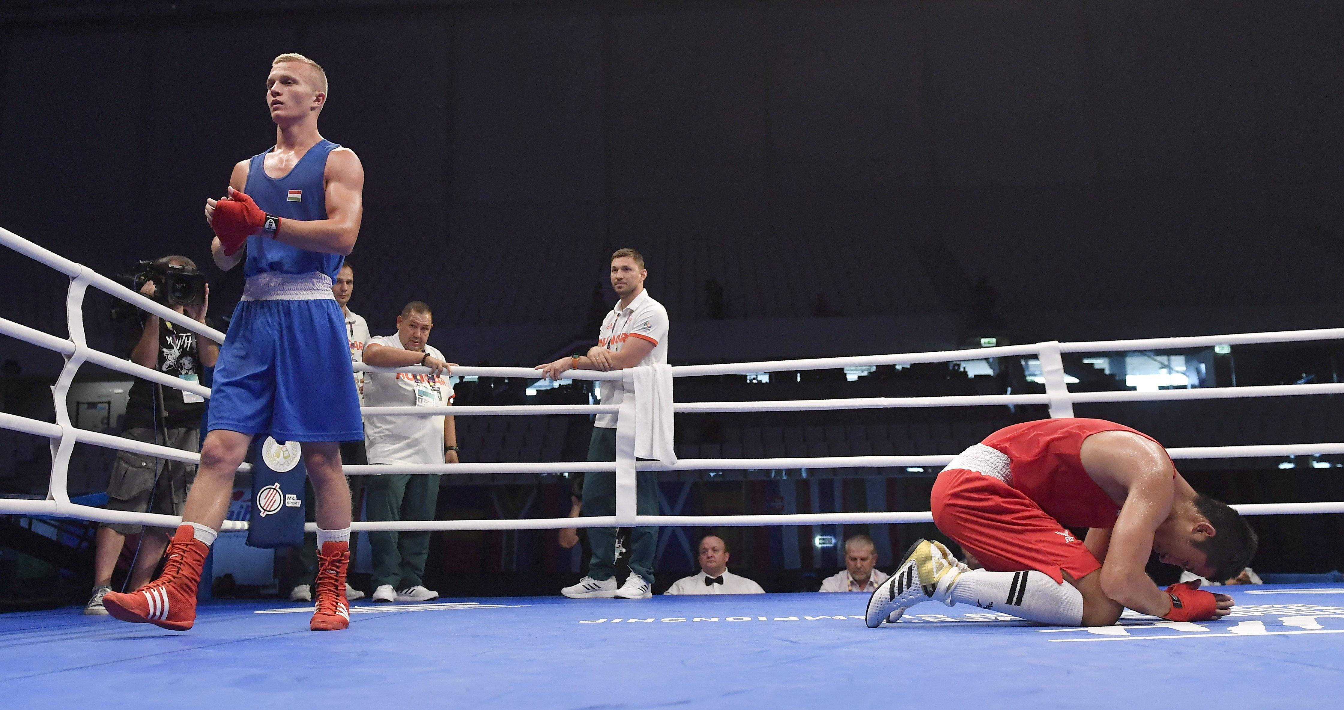 Padlón. A thaiföldi Atichai Phoemsap (j) az Orbán Adrián Krisztofer elleni gyõzelme után budapesti világbajnokságon / Fotó: MTI