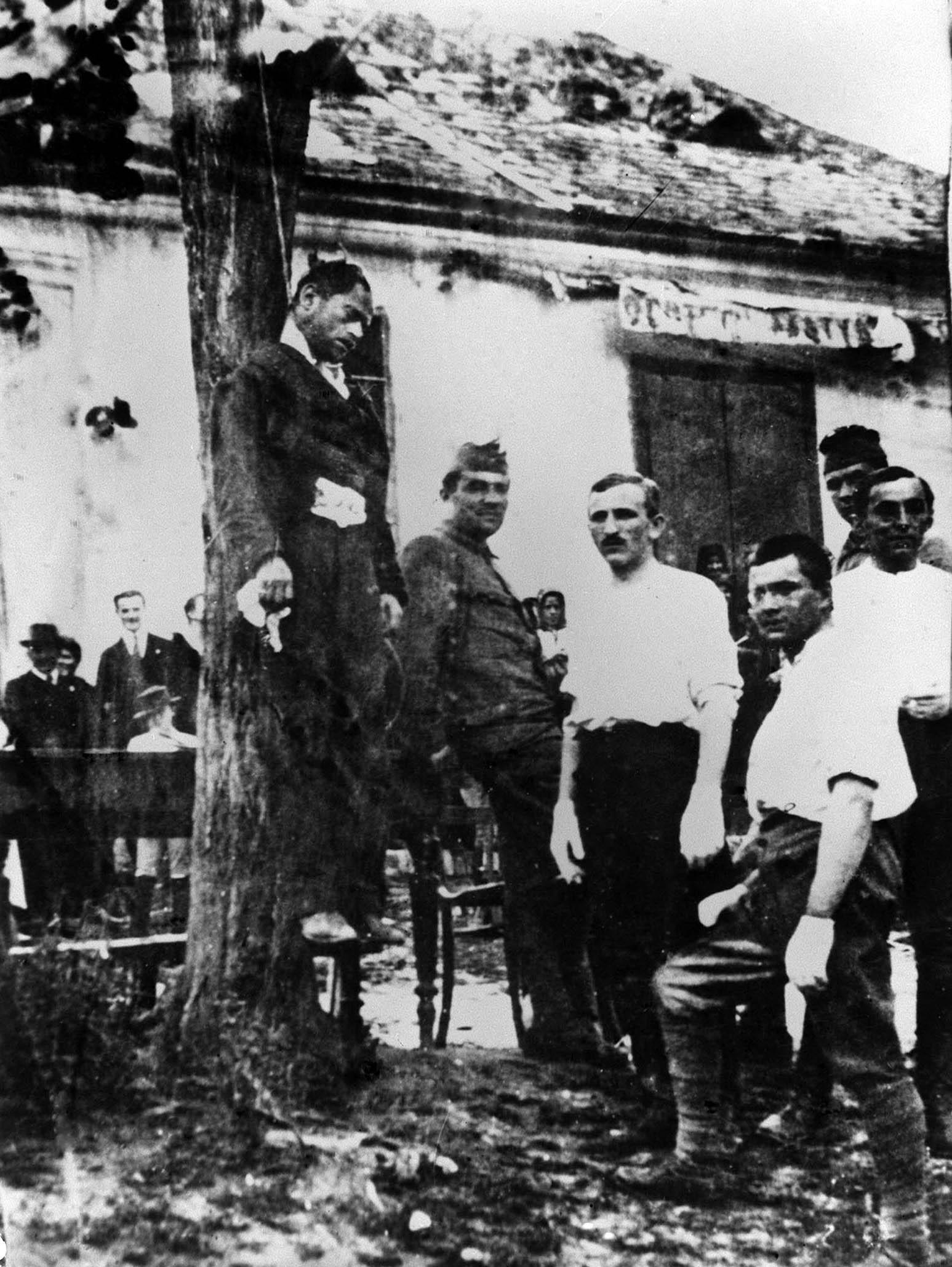 1919. szeptember 1. A Tanácsköztársaság bukása után egy ellenforradalmi egység kivégzést hajt végre / Fotó forrása: MTI