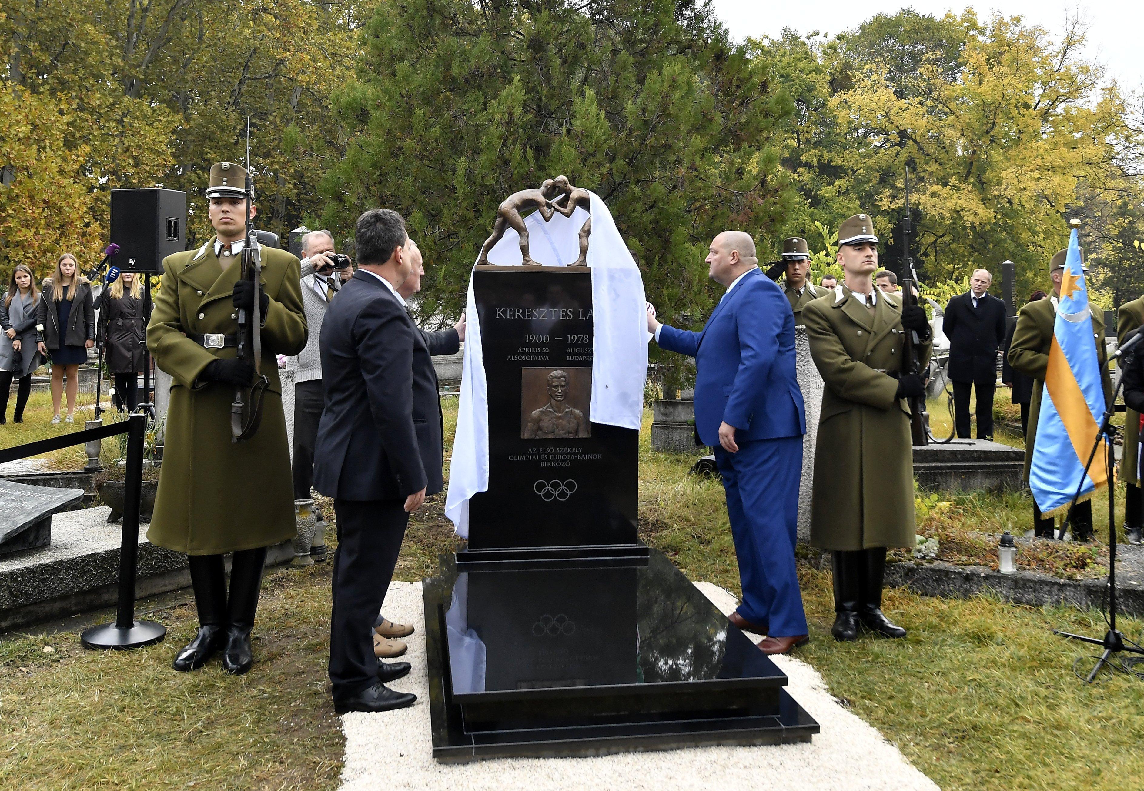 Felavatják Keresztes Lajos síremlékét / Fotó: MTI
