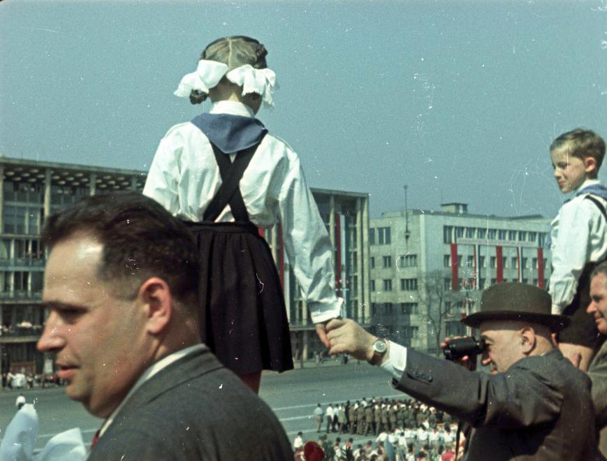 1955, Ötvenhatosok tere (Sztálin tér), május 1-i felvonulás. Hidas István, Rákosi Mátyás, Dobi István a dísztribünön / Fotó: Fortepan.hu