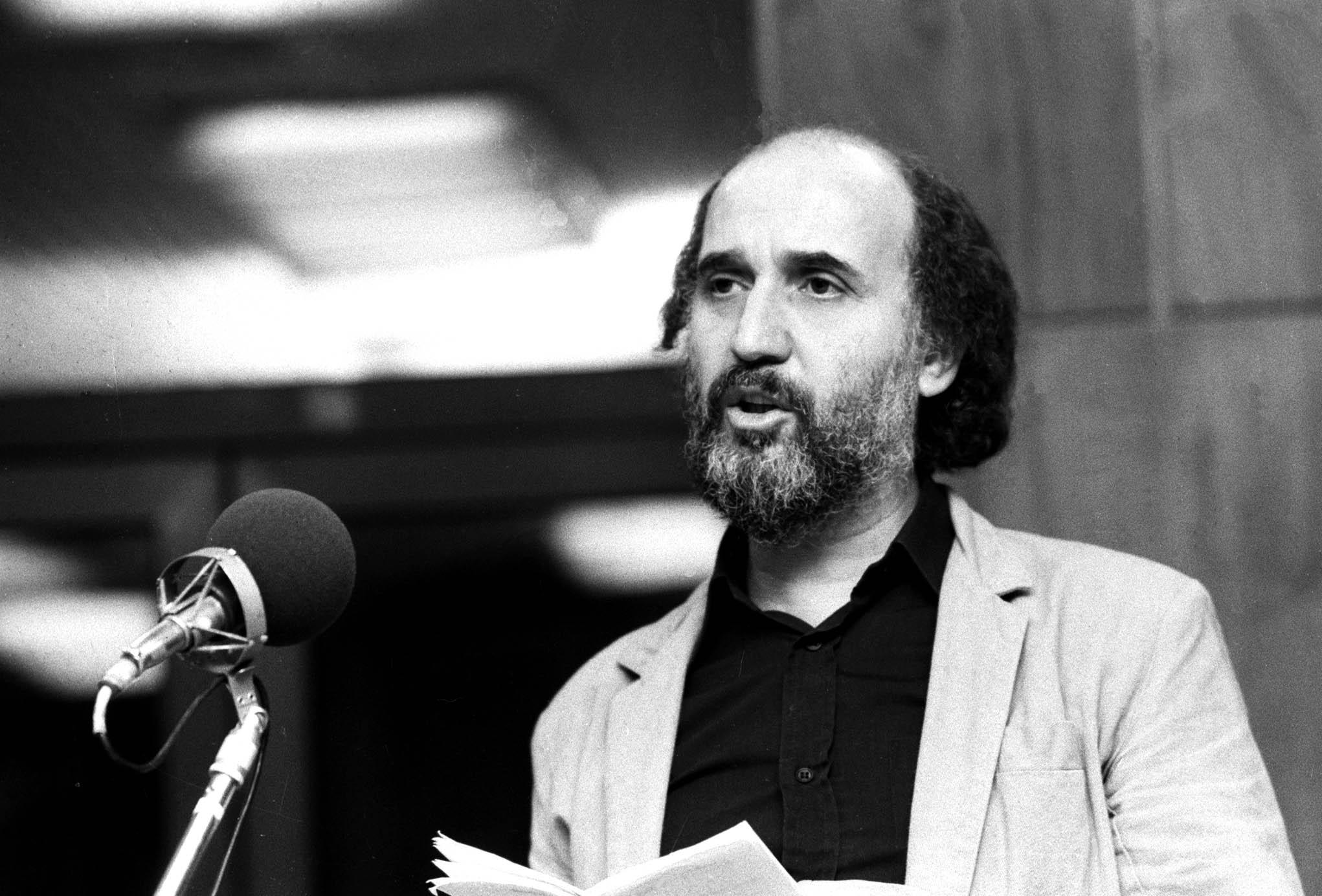 Sándor György a rádió szilveszteri mûsorának felvételén (1987) / MTI Fotó: Hámor Szabolcs