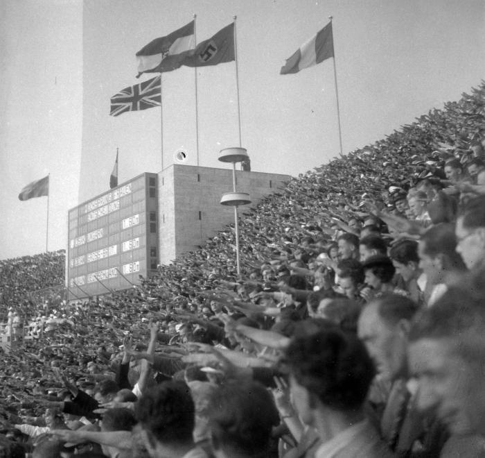 Lendültek a kezek, de hiába, az első: Csák Ibolya - Berlin, 1936 / Fotó: Fortepan.hu
