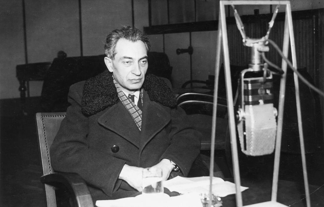 Gerő Ernő a Magyar Rádió stúdiójában (1955) / Fotó: Fortepan.hu