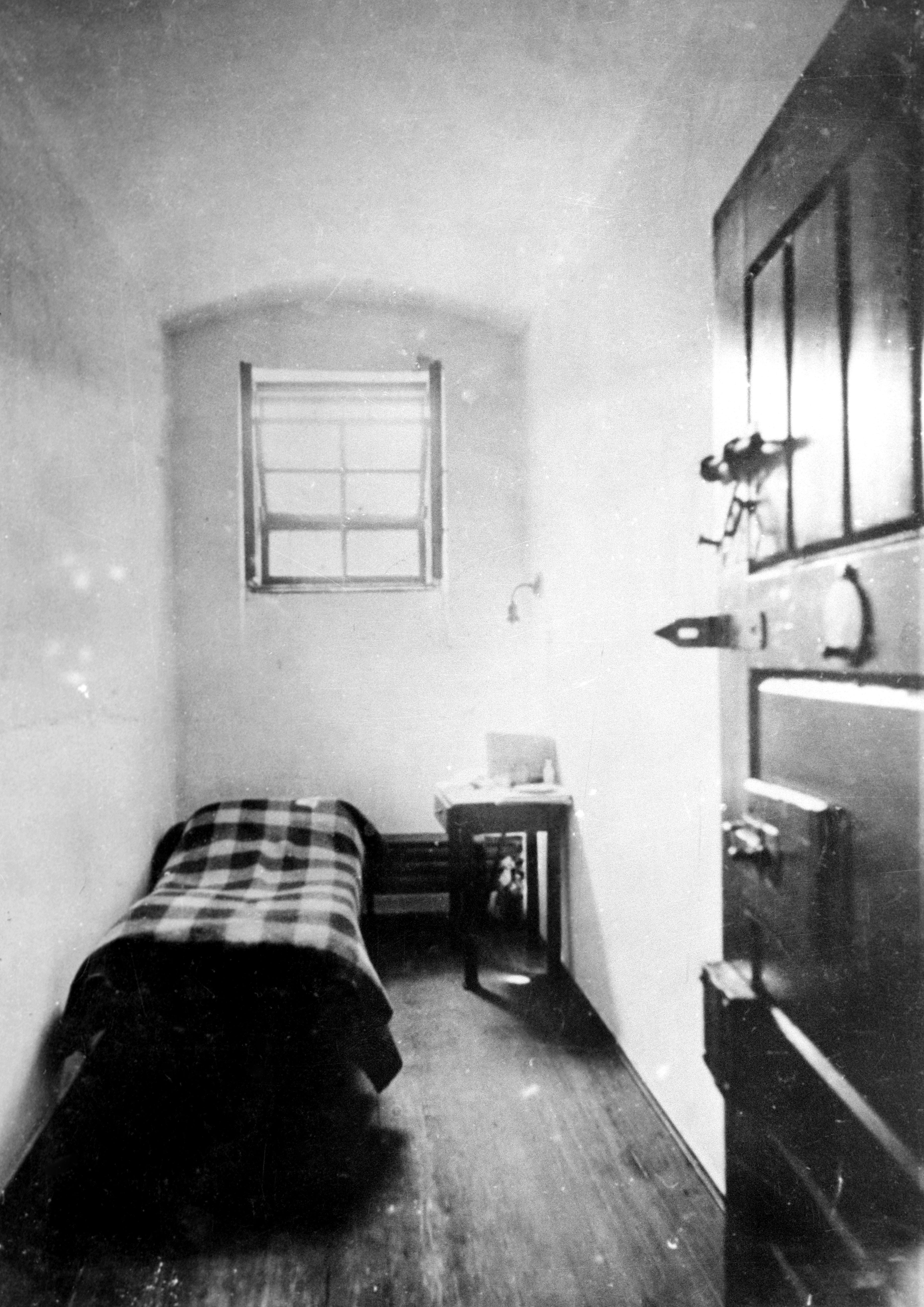 Kun Béla cellája a Gyûjtõfogházban. / MTI Fotó: Reprodukció