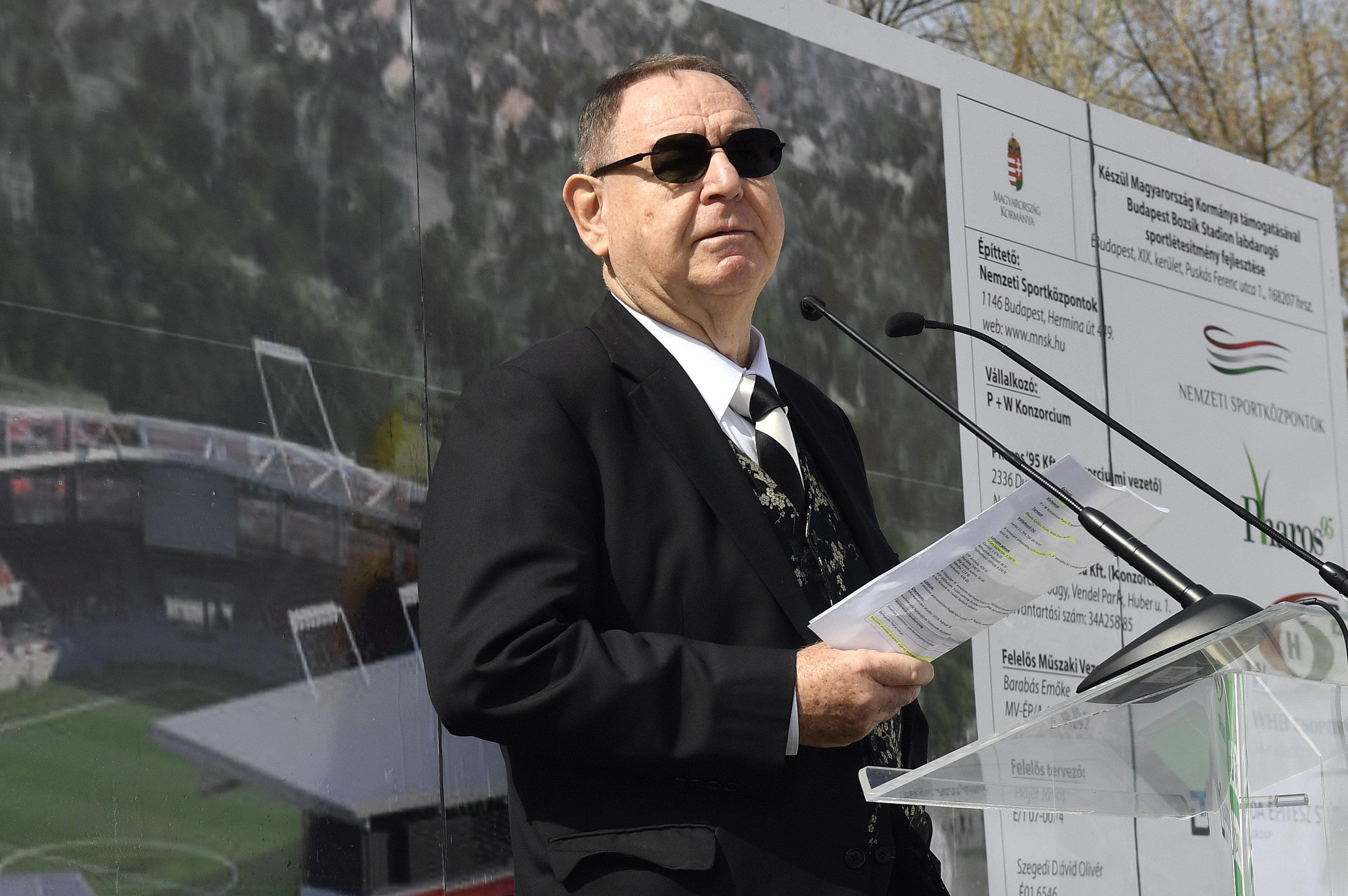 George F. Hemingway, a Budapest Honvéd labdarúgócsapat tulajdonosa beszédet mond az új Bozsik Stadion alapkõletételi ünnepségén / Fotó: MTI