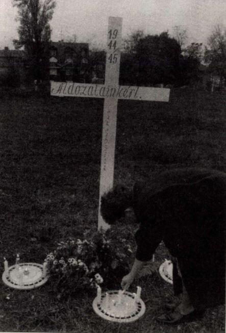 Az eltávolított kereszt / Forrás: Magyarország (1992), Arcanum.hu