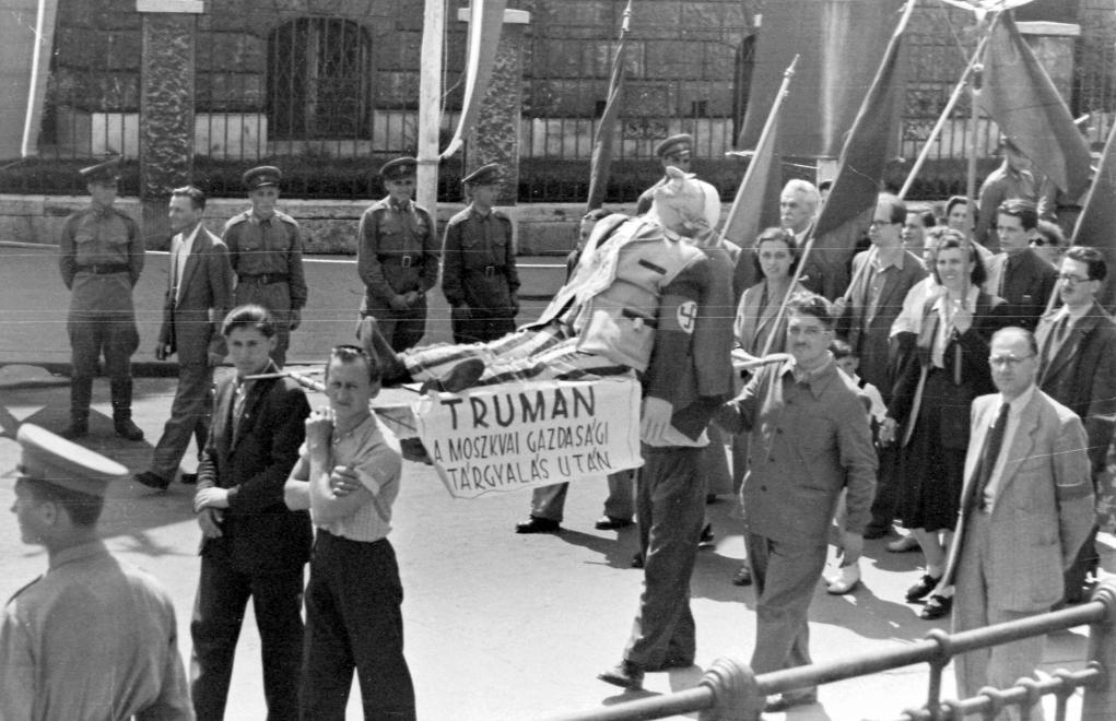 1952-es felvonulás / Fotó: Fortepan.hu