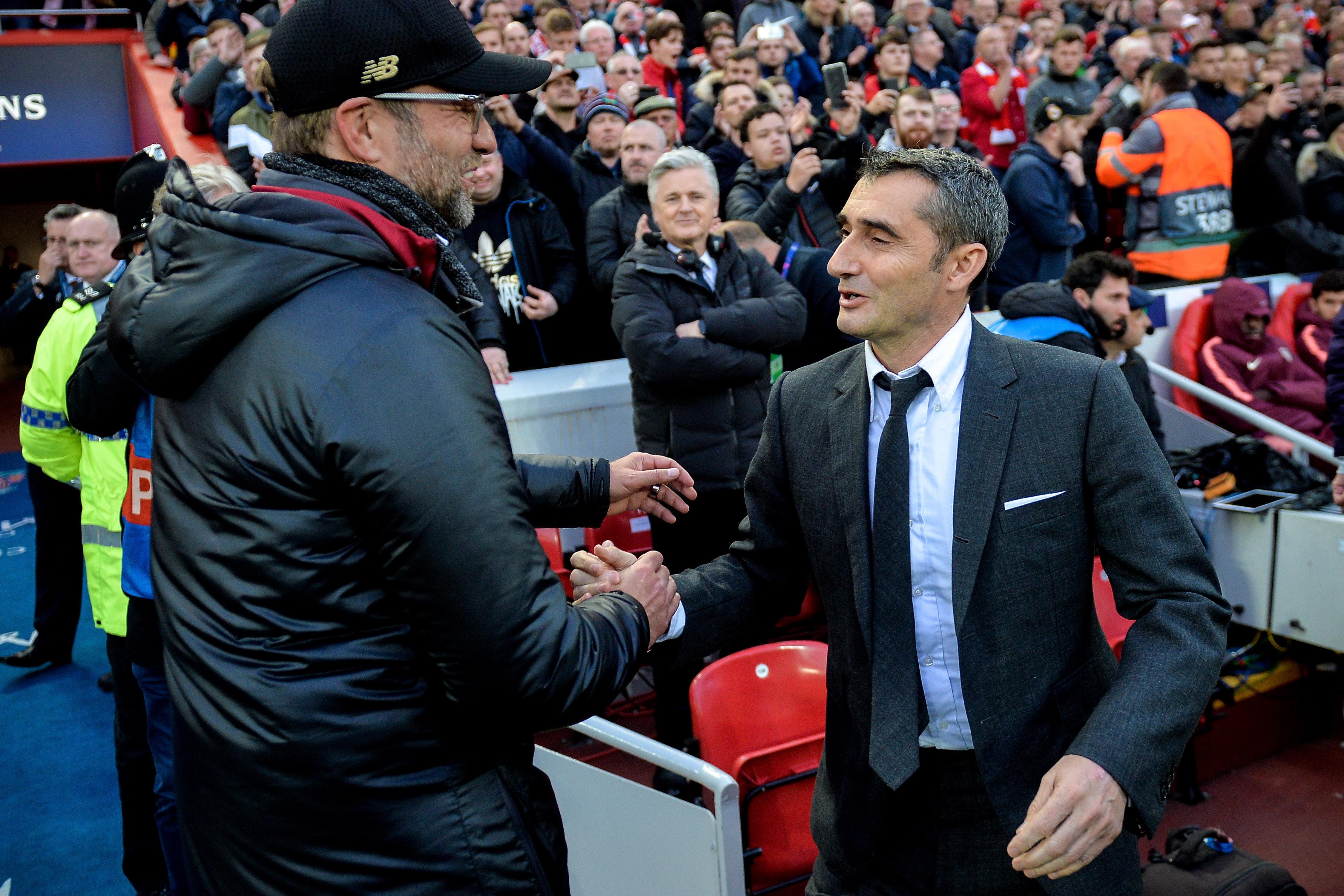 Boldog vigyor, még a meccs előtt...  Ernesto Valverde és Jürgen Klopp / Fotó: MTI/EPA