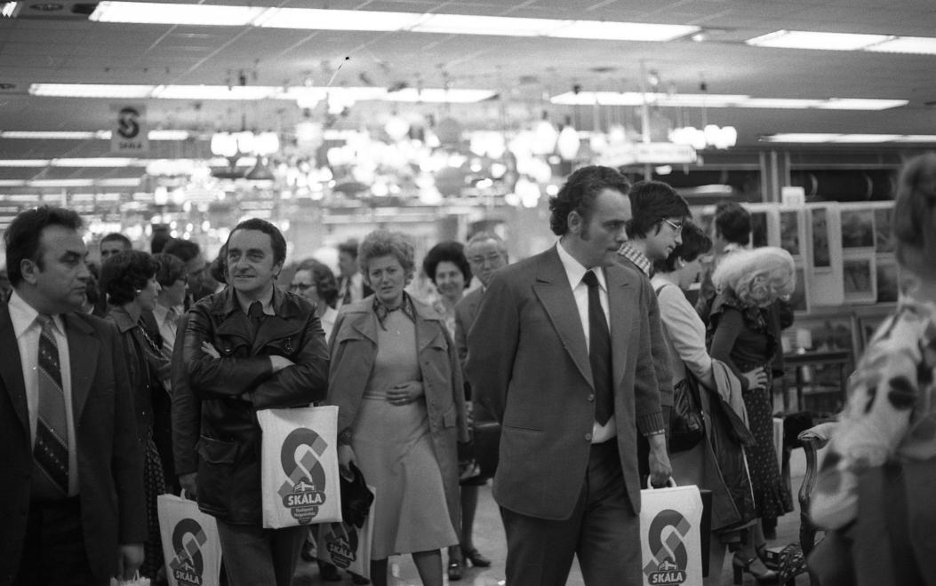 Demján Sándor a Skála áruház megnyitóján (középen) / Fotó: Fortepan.hu