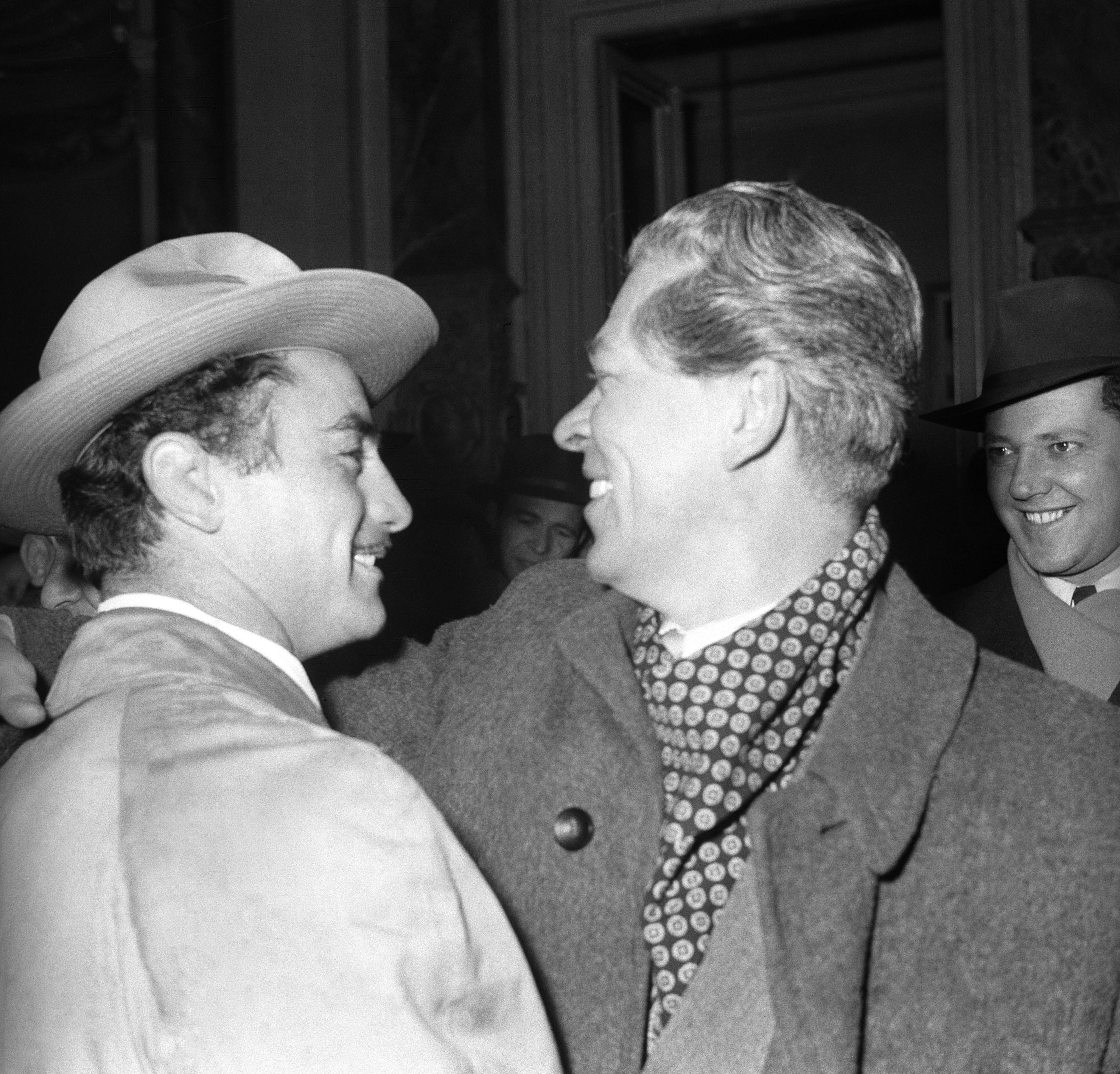 1956. december 18. Papp Lászlót fogadja Marosán György államminiszter / Fotó: MTI