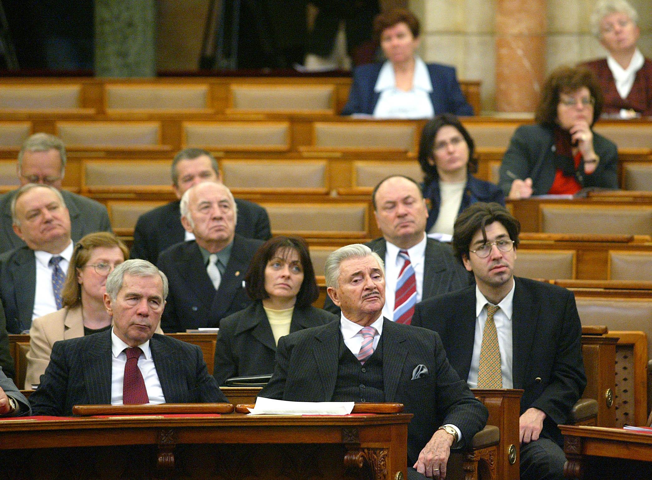 A Dialóg az iskolában, az oktatásban, a társadalomban címû nemzetközi konferenciát a Parlament Kongresszusi termében rendezték meg. A képen: Horn Gyula volt miniszterelnök (b) és Josef von Ferenczy, az Európai Párbeszéd Alapítvány tiszteletbeli elnöke / Fotó: MTI